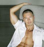 Modelo masculino sensual Fotos de Stock Royalty Free