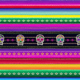 Modelo mexicano étnico inconsútil de la tela con el cráneo colorido de las rayas y del ` s de Catrina libre illustration