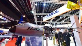 Modelo militar del transportador de Airbus A400M en la exhibición en Singapur Airshow Imagen de archivo libre de regalías