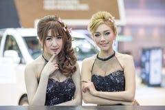 Modelo não identificado com o carro de Hyundai na expo internacional 2015 do motor de Tailândia Fotografia de Stock