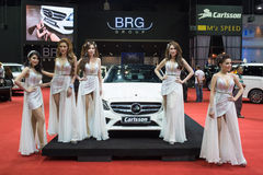 Modelo não identificado com o carro do grupo do BRG na expo internacional 2015 do motor de Tailândia Foto de Stock Royalty Free