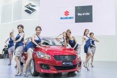 Modelo não identificado com o carro do suzuki na expo internacional 2015 do motor de Tailândia Imagens de Stock Royalty Free