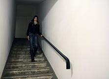 Modelo na escadaria Fotografia de Stock Royalty Free