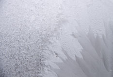 Modelo natural escarchado en ventana Foto de archivo libre de regalías