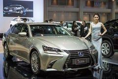 Modelo no identificado con el coche de Lexus en la expo internacional 2015 del motor de Tailandia Fotografía de archivo