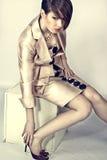 Modelo no terno de uma mulher Fotos de Stock Royalty Free