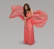 Modelo no vestido flowy Foto de Stock