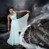 Modelo no vestido flowy Imagens de Stock Royalty Free