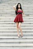 Modelo novo em escadas Fotos de Stock Royalty Free