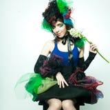 Modelo novo no vestido carnaval com composição creativa fotografia de stock royalty free