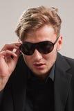 Modelo novo nos óculos de sol Fotografia de Stock