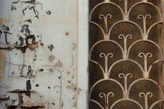 Modelo oxidado de la puerta vieja Foto de archivo libre de regalías
