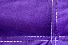 Modelo púrpura del fondo del terciopelo con las líneas blancas Cierre para arriba Foto de archivo libre de regalías