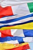 Modelo por las diversas banderas nacionales Fotografía de archivo