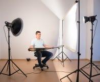 Modelo que está sendo fotografado Fotografia de Stock Royalty Free