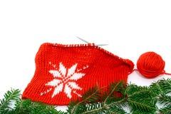 Modelo que hace punto de la decoración de la Navidad de un copo de nieve Fotos de archivo libres de regalías