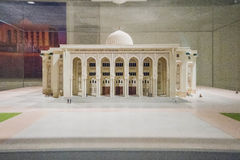 Modelo realístico da universidade americana de Sharjah em Dubai fotografia de stock royalty free