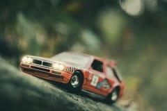 Modelo retro del coche de la reunión del juguete imagen de archivo