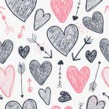 Modelo romántico inconsútil del vector Los corazones y las flechas aman el fondo, garabatean para dar estilo exhausto Uso para em stock de ilustración