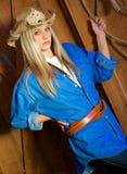 Modelo rubio adolescente con la camisa y el vaquero Hat del dril de algodón Fotografía de archivo libre de regalías