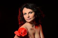 Modelo sensual con maquillaje profesional imagenes de archivo