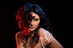 Modelo sensual con maquillaje profesional fotos de archivo