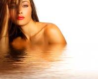 Modelo 'sexy' na água foto de stock