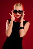 Modelo 'sexy' nos óculos de sol Imagem de Stock Royalty Free