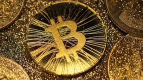 Modelo Shines de Bitcoin y cubierto con macro de la sombra metrajes