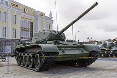 Modelo soviético 1944 del tanque medio T-44M en el museo del equipo militar fotos de archivo