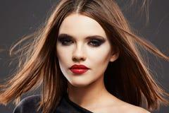 Modelo Studio Portrait del estilo de pelo Cara hermosa de la mujer Imagen de archivo libre de regalías