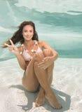 Modelo subaquático em uma piscina fotografia de stock royalty free