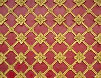 Modelo tailandés general del estuco del arte tradicional en la pared del templo Fotos de archivo