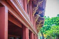 Modelo tailandés septentrional hermoso de la casa del estilo de la ansia de madera de la teca Fotografía de archivo