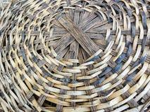 Modelo tejido hecho bambú de la cesta Fotografía de archivo