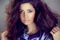 Modelo triguenho da mulher da forma com cabelo longo Fotos de Stock Royalty Free