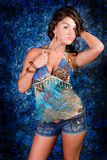 Modelo triguenho no azul Foto de Stock Royalty Free