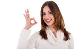 Modelo triguenho novo que mostra o gesto perfeito Imagens de Stock