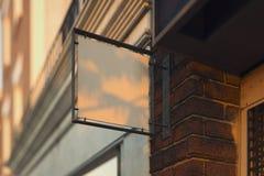 Modelo vazio do quadro indicador da loja Signage vazio da loja Sinal de rua, rendição 3d ilustração do vetor
