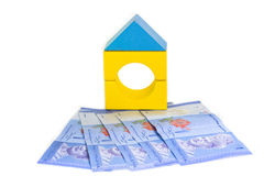 Modelo y billetes de banco de la casa. fotos de archivo libres de regalías