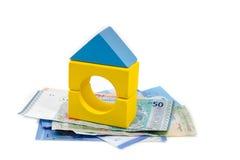 Modelo y billetes de banco de la casa. imágenes de archivo libres de regalías