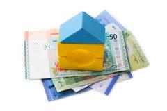 Modelo y billetes de banco de la casa. imagen de archivo libre de regalías
