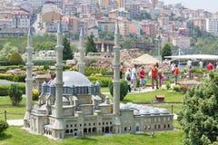 Modelo y turistas de la mezquita de Selimiye Fotografía de archivo libre de regalías