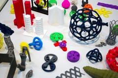 Modelos abstratos impressos pelo close-up da impressora 3d Fotografia de Stock Royalty Free