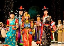 Modelos asiáticos del adulto y de los niños Imágenes de archivo libres de regalías