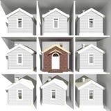 Modelos de la casa en el estante Fotos de archivo libres de regalías
