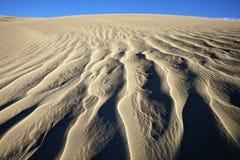 Modelos de las dunas de arena Fotos de archivo libres de regalías
