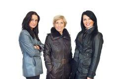 Modelos de las mujeres en las chaquetas de cuero Fotos de archivo