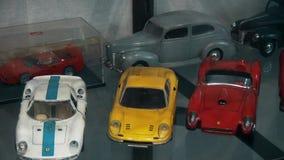 Modelos de pequena escala de carros reais vídeos de arquivo