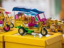Modelos de Tuk Tuk de Tailandia imagenes de archivo